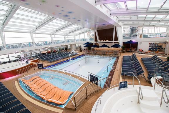 """Innen- und Außenaufnahmen der """"Ovation of the Seas""""Ovation of the Seas, Kreuzliner, CCCB1.2.4.9 Die Kreuzliner,1.2.4 Öffentlichkeit_Intermedia,1.2 WebseitePixelboxx-Export"""